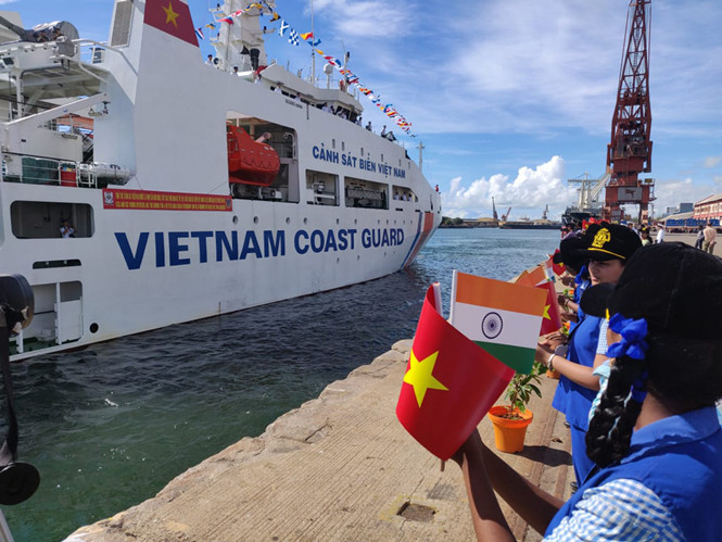 Coast Guards of Vietnam, India hold joint exercise