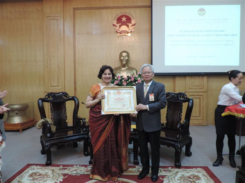 "Ho Chi Minh National Academy of Politics awarded the medal ""For the contribution to the development of the Academy"" to Mrs. Preeti Saran, Ambassador Extraordinary and Plenipotentiary of India to Vietnam"