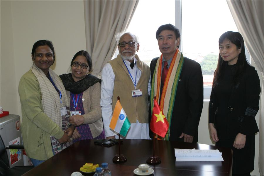 Director of Centre for Indian studies chaired a meeting with Mr. Geetesh Sharma, President of Indo - Vietnam Solidarity Committee of West Bengal state.