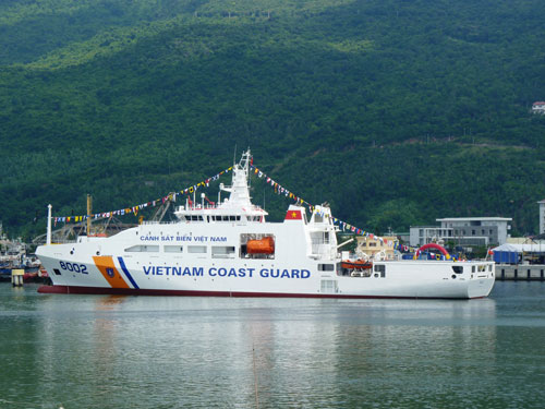 Vietnam, India Coast Guards hold rescue drill at sea
