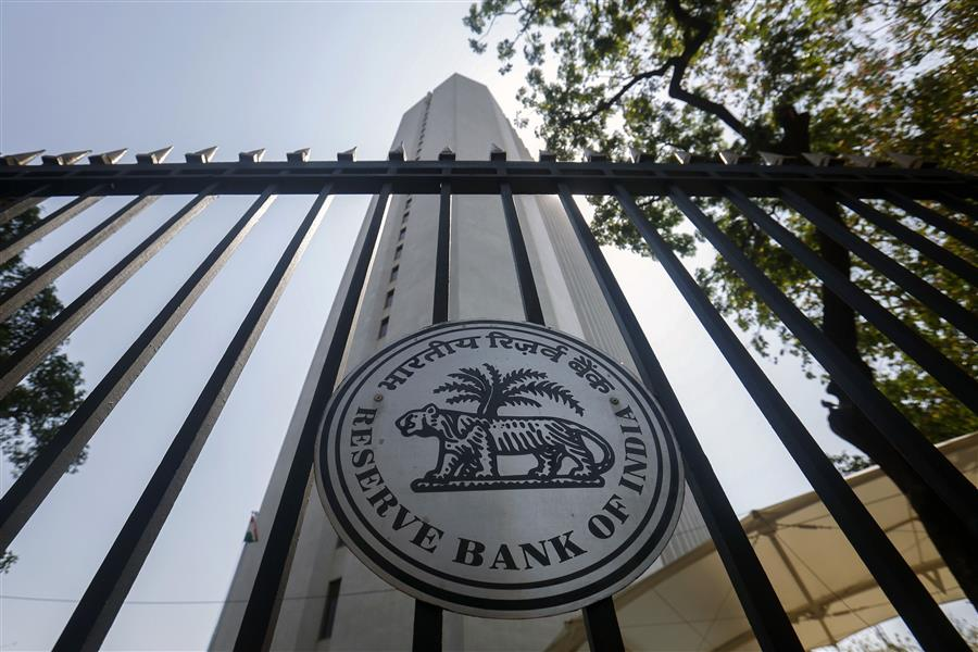 India central bank keeps interest rates on hold at 7.5%