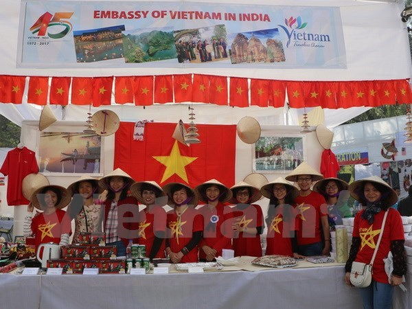 Vietnam joins charity fair in Indian